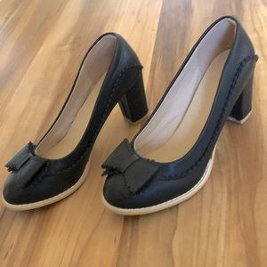 New! Jinpin black block heels with bow